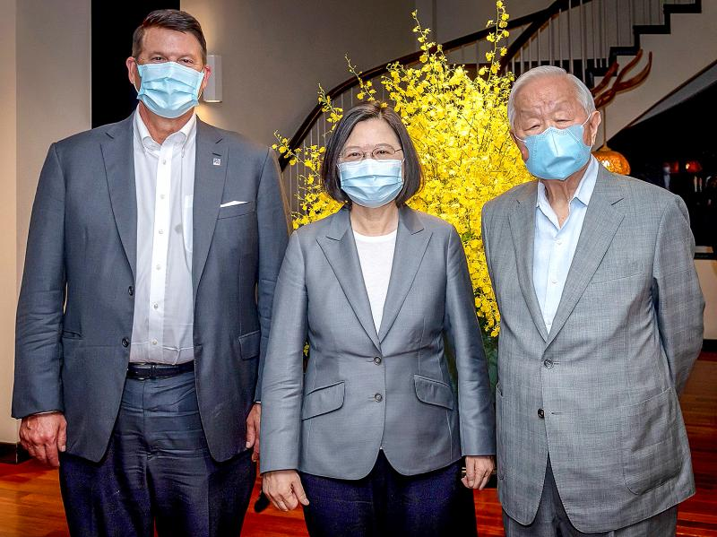 U.S. Undersecretary for Economic Affairs Keith Krach, Taiwan President Tsai Ing-wen, and Taiwan Semiconductor Manufacturing Co. (TSMC) founder Morris Chang attend a banquet for the U.S. delegation in Taipei, Taiwan on Sept. 18, 2020. (Courtesy of Keith Krach)